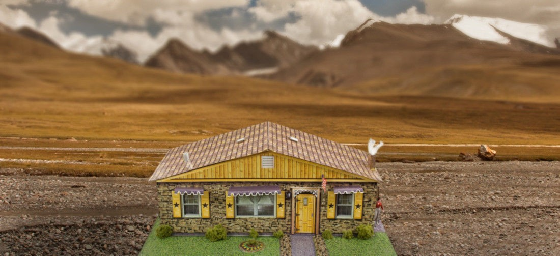 "BK 6412 1:64 Scale ""Sandstone Rambler House"" Photo Real Scale Building Kit"