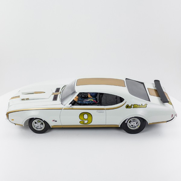 Stock Number: 16162 Gold on White 69 Old Cutlass 442 By Revell, Cox