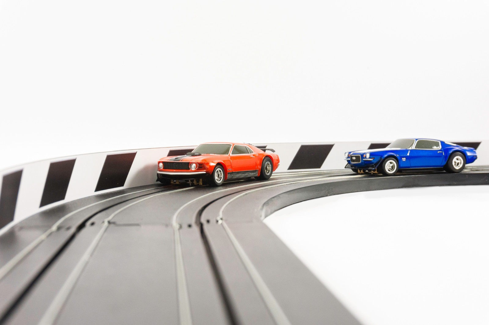 PL 5052 1/64 NEW AFX Slot Car Guard Rail Set - PhotoReal FITS: Aurora, Model Motoring -Style 6 Black & White